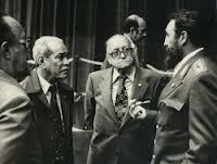 Alejo_Carpentier_junto_a_Carlos_Rafael_Rodríguez,_Blas_Roca_y_Fidel_Castro